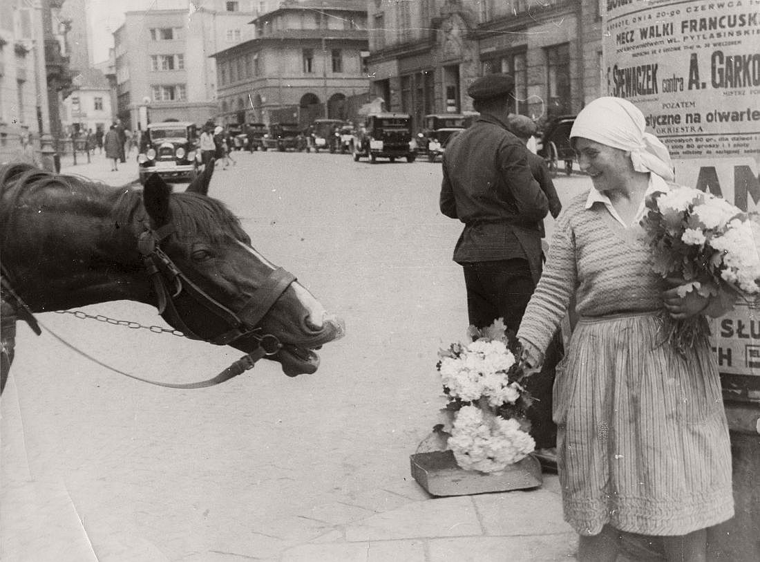 Street vendor, Warsaw, 1931