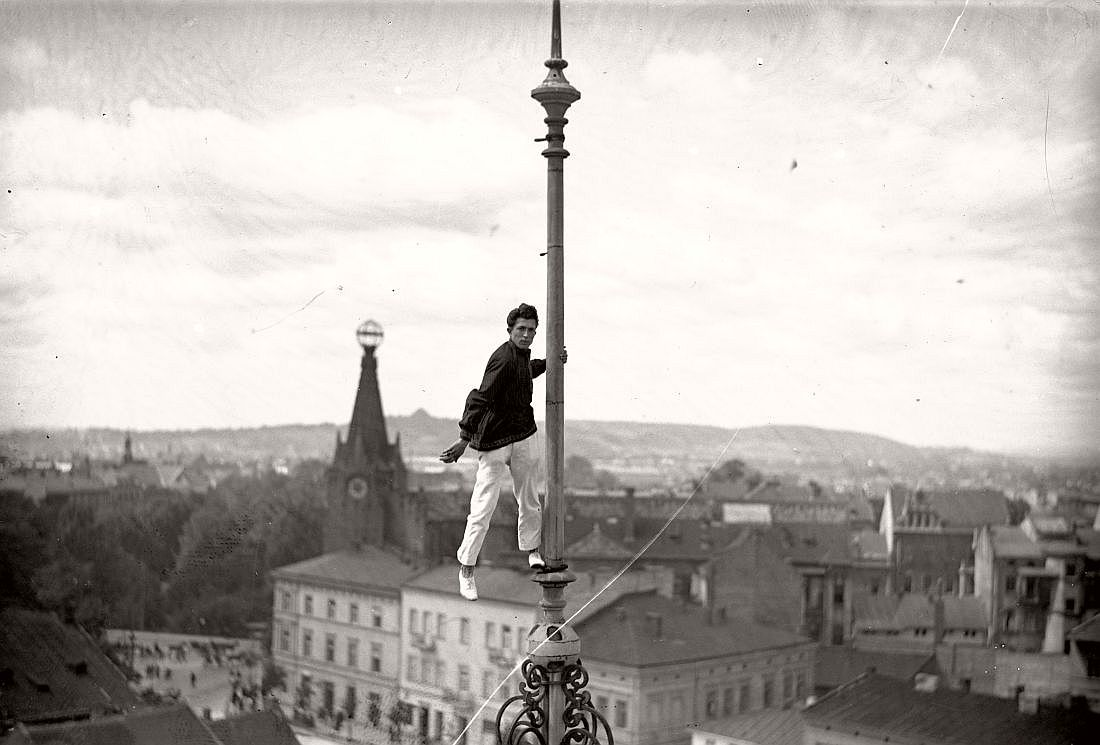 Felix Nazarewicz performing stunts at high altitude, Krakow, 1928