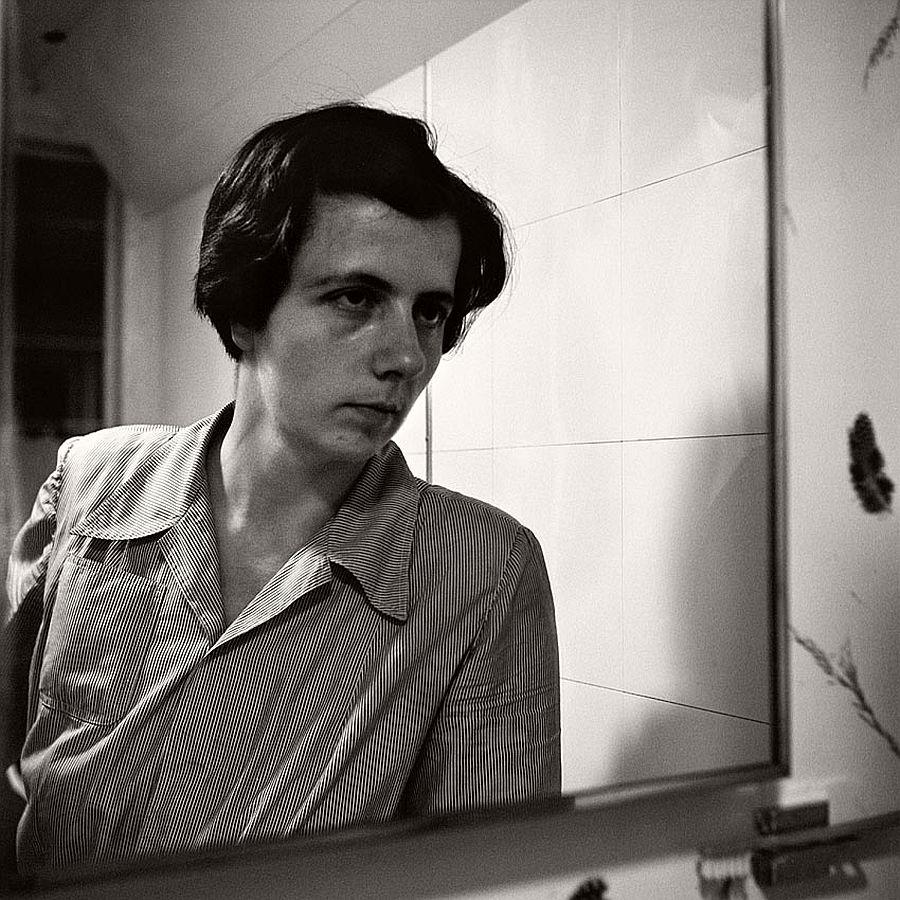 vivian-maier-self-portrait-black-and-white-01
