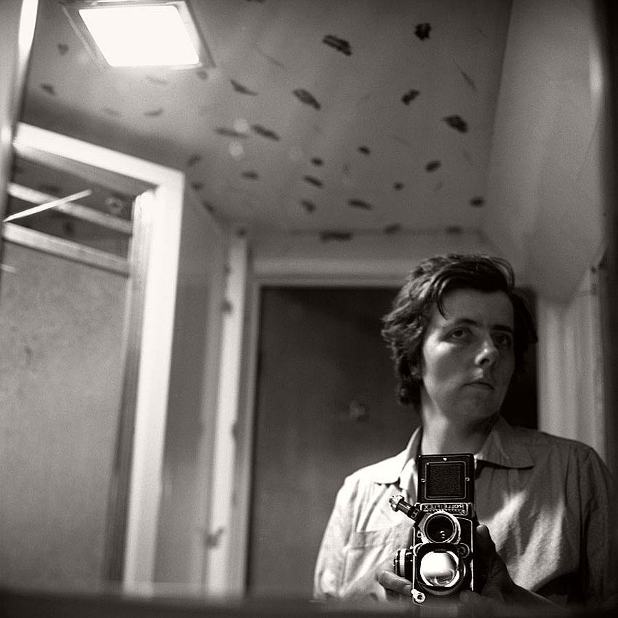 vivian-maier-self-portrait-black-and-white-03