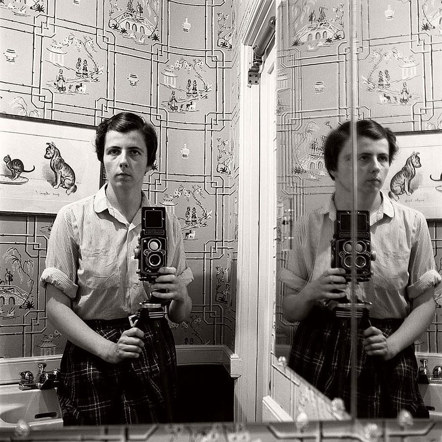 vivian-maier-self-portrait-black-and-white-09