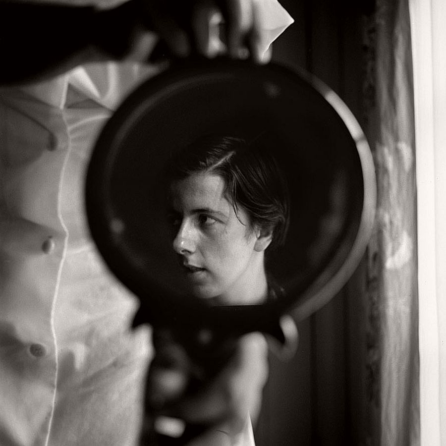 vivian-maier-self-portrait-black-and-white-10