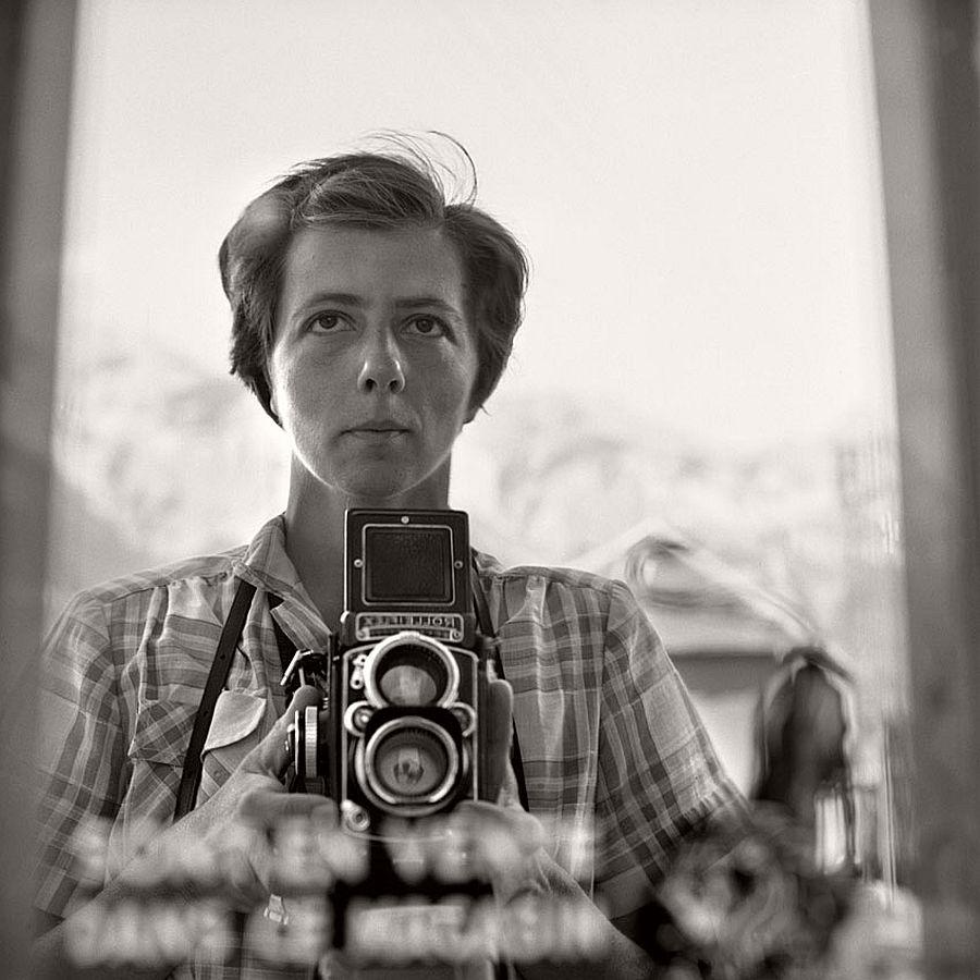 vivian-maier-self-portrait-black-and-white-15