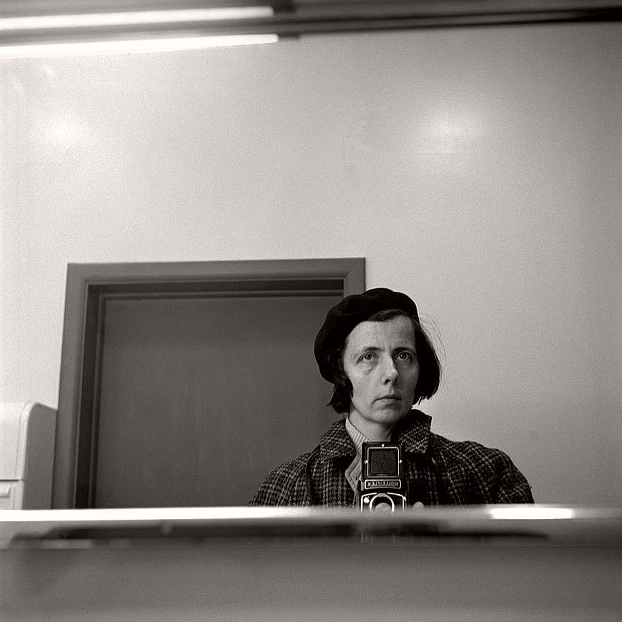 vivian-maier-self-portrait-black-and-white-16