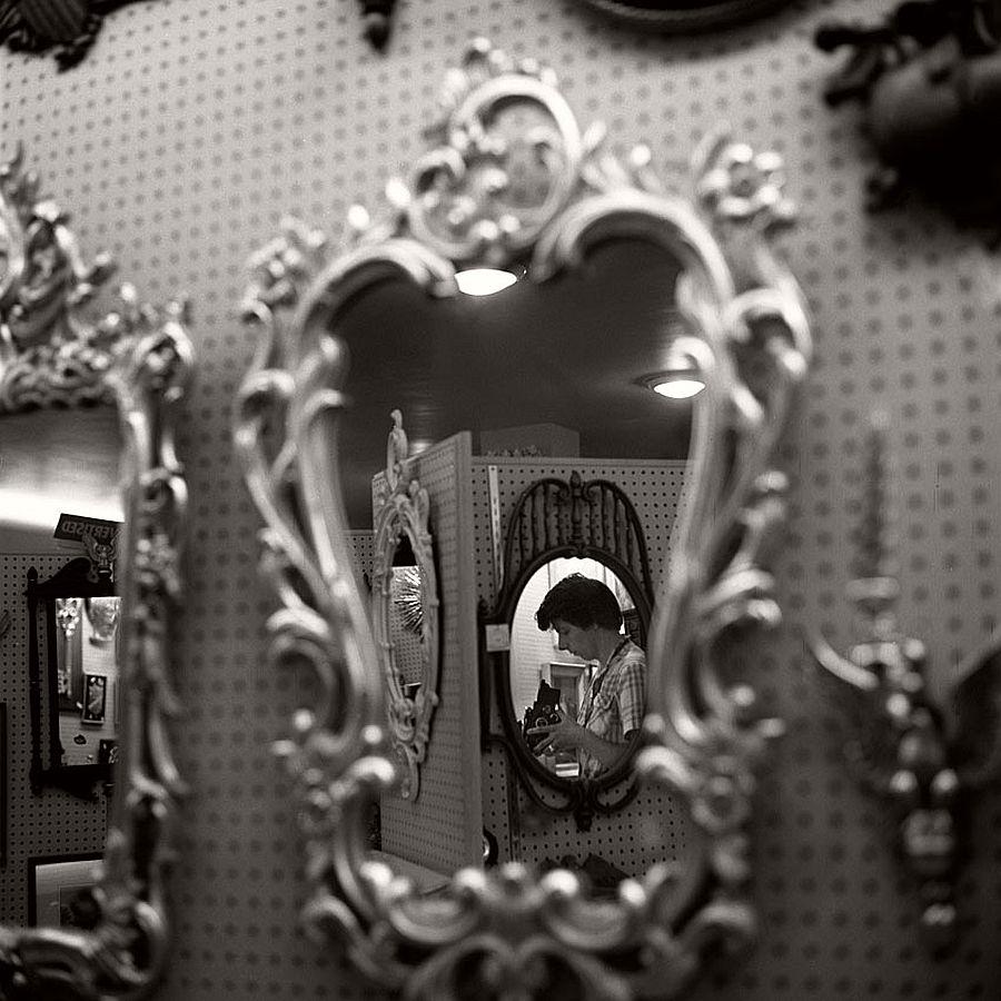 vivian-maier-self-portrait-black-and-white-19