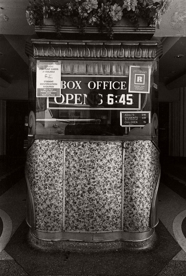 ave-pildas-bijou-photographs-of-theater-box-offices-11