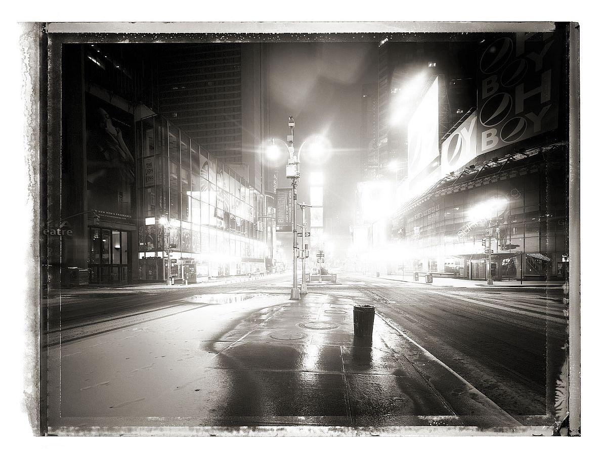 christopher-thomas-new-york-sleeps-02