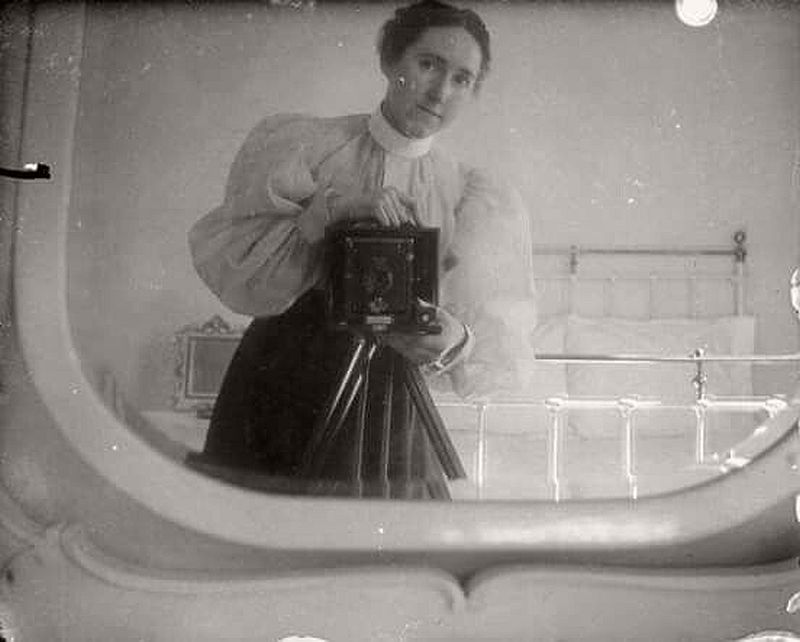 vintage-self-portrait-in-mirror-04