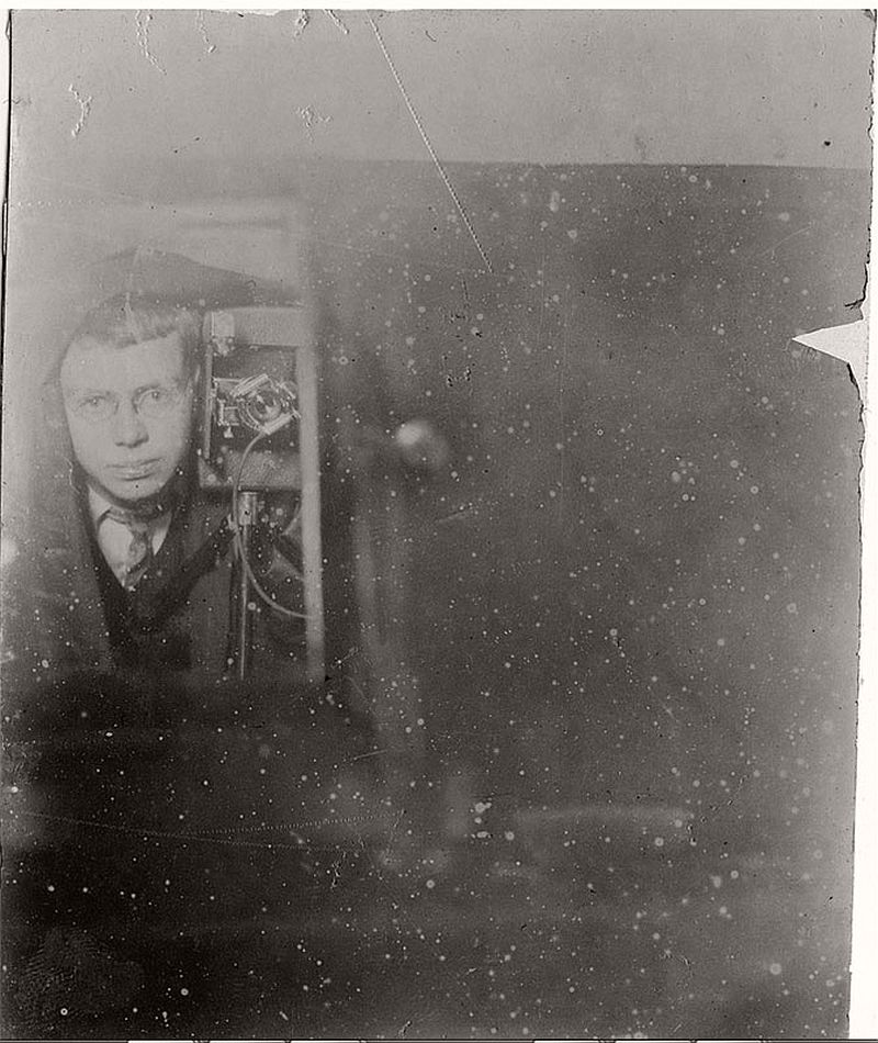 vintage-self-portrait-in-mirror-07