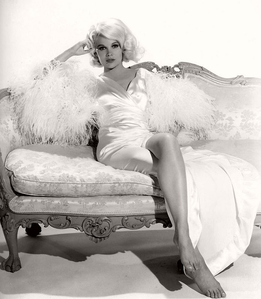 Carroll Baker-hollywood-actresses-top-20-hottest-1960s-in-bw