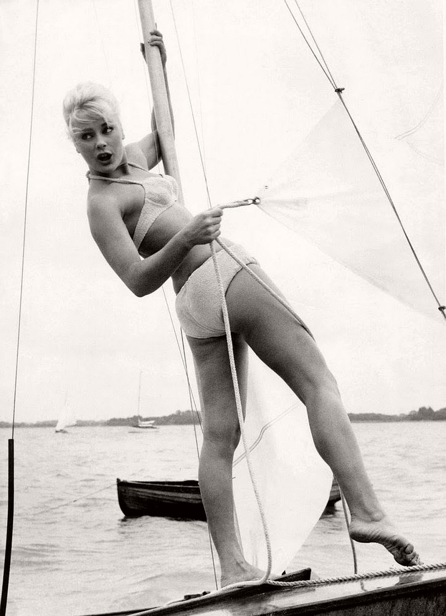 Elke Sommer-hollywood-actresses-top-20-hottest-1960s-in-bw