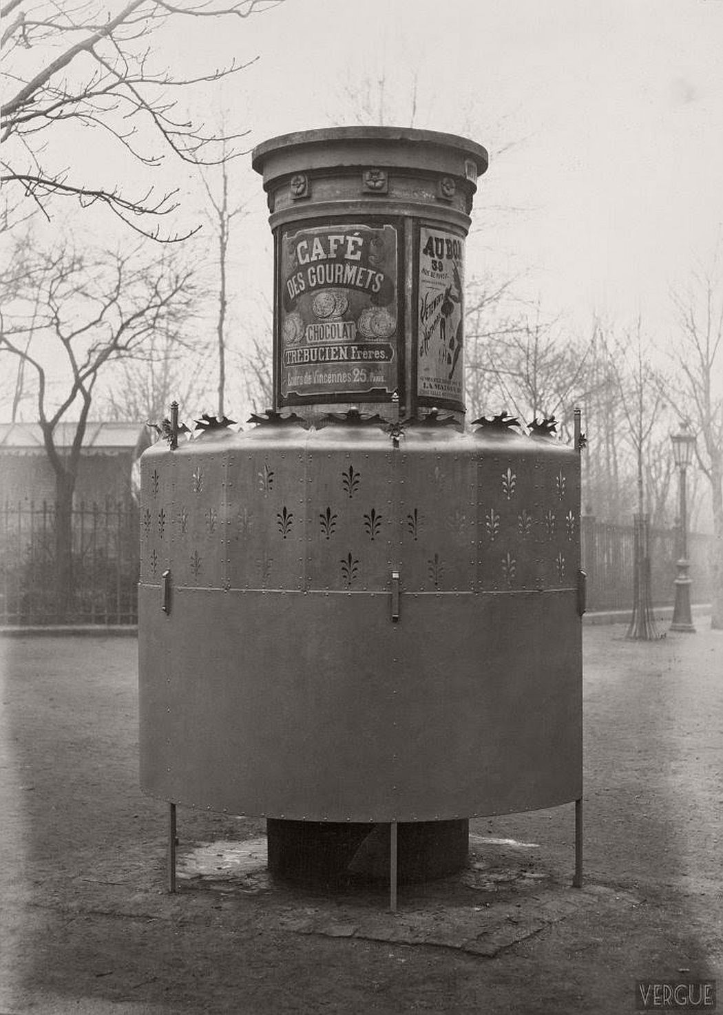 vintage-public-urinals-in-paris-by-charles-marville-19th-century-18