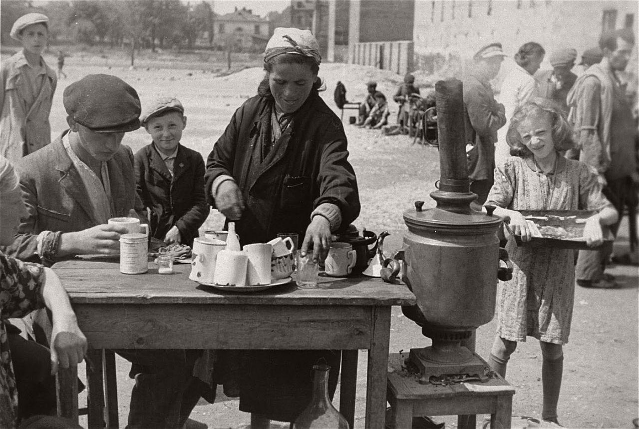 warsaw-ghetto-1941-vintage-daily-life-02
