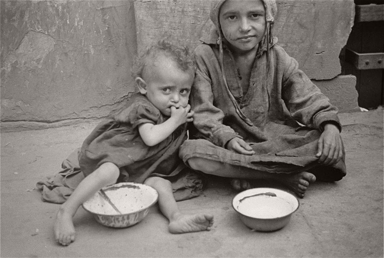 warsaw-ghetto-1941-vintage-daily-life-03