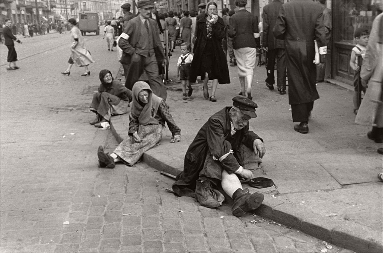 warsaw-ghetto-1941-vintage-daily-life-04