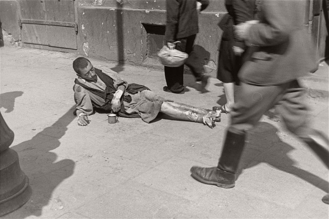 warsaw-ghetto-1941-vintage-daily-life-06