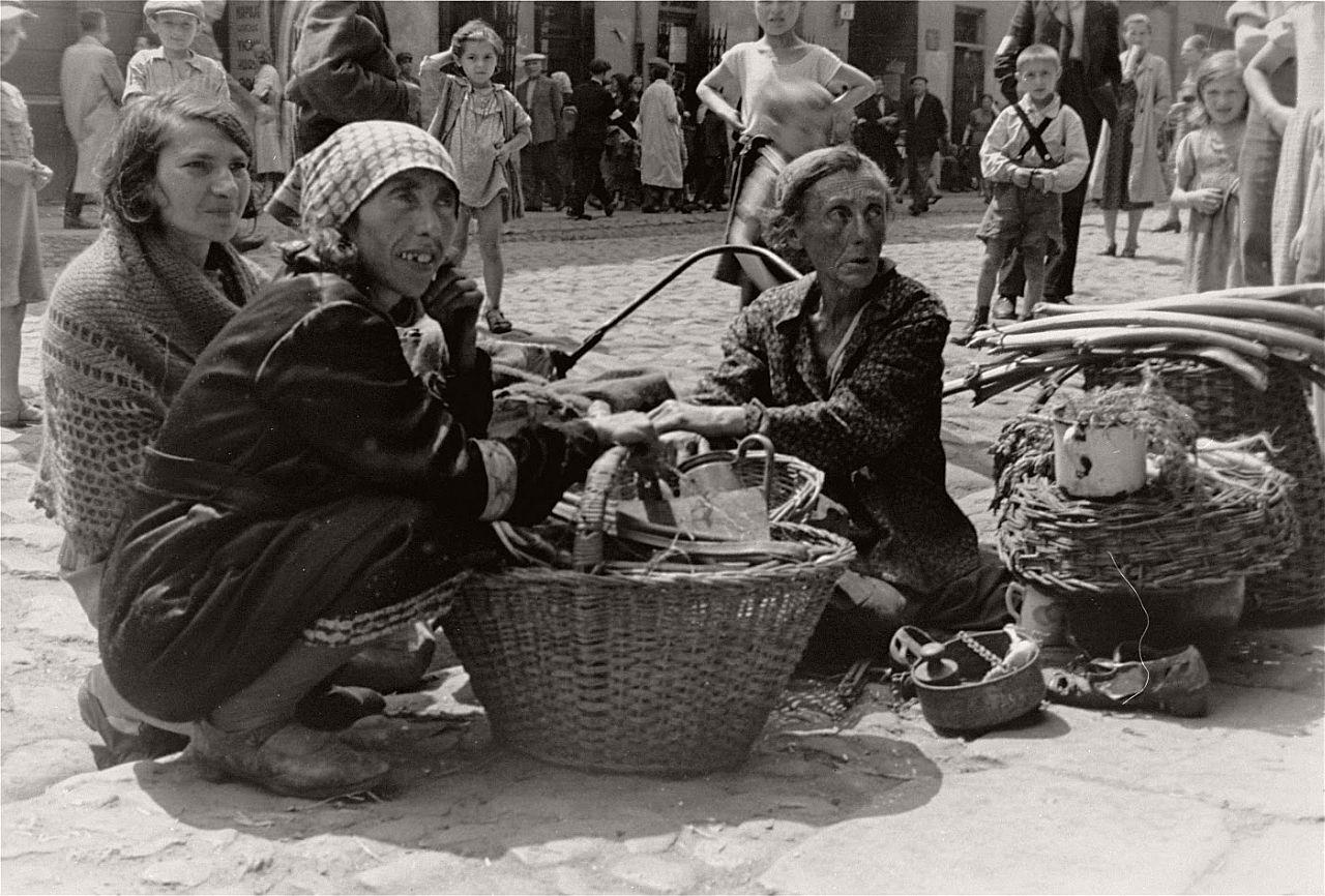 warsaw-ghetto-1941-vintage-daily-life-07