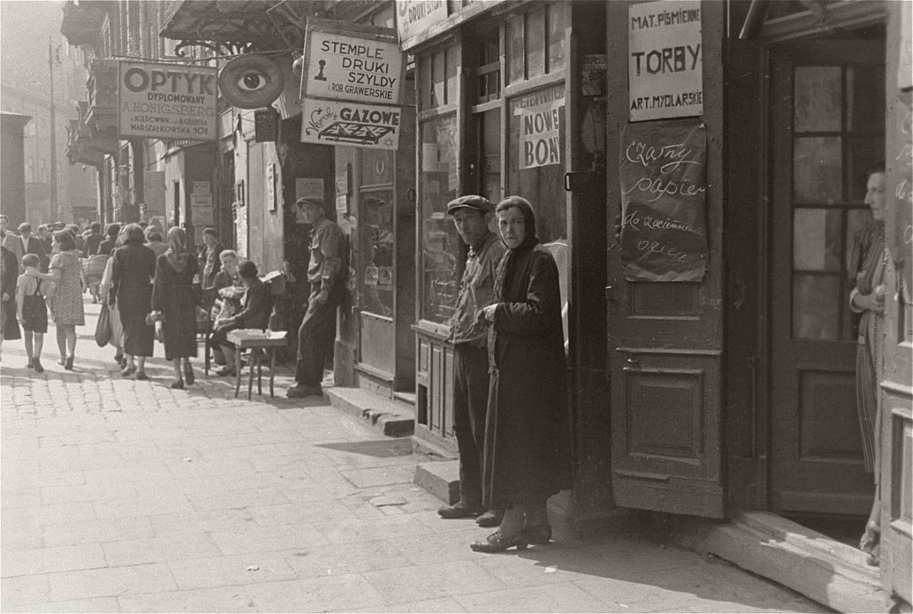 warsaw-ghetto-1941-vintage-daily-life-08