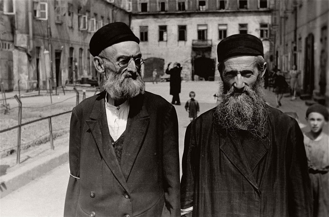 warsaw-ghetto-1941-vintage-daily-life-11