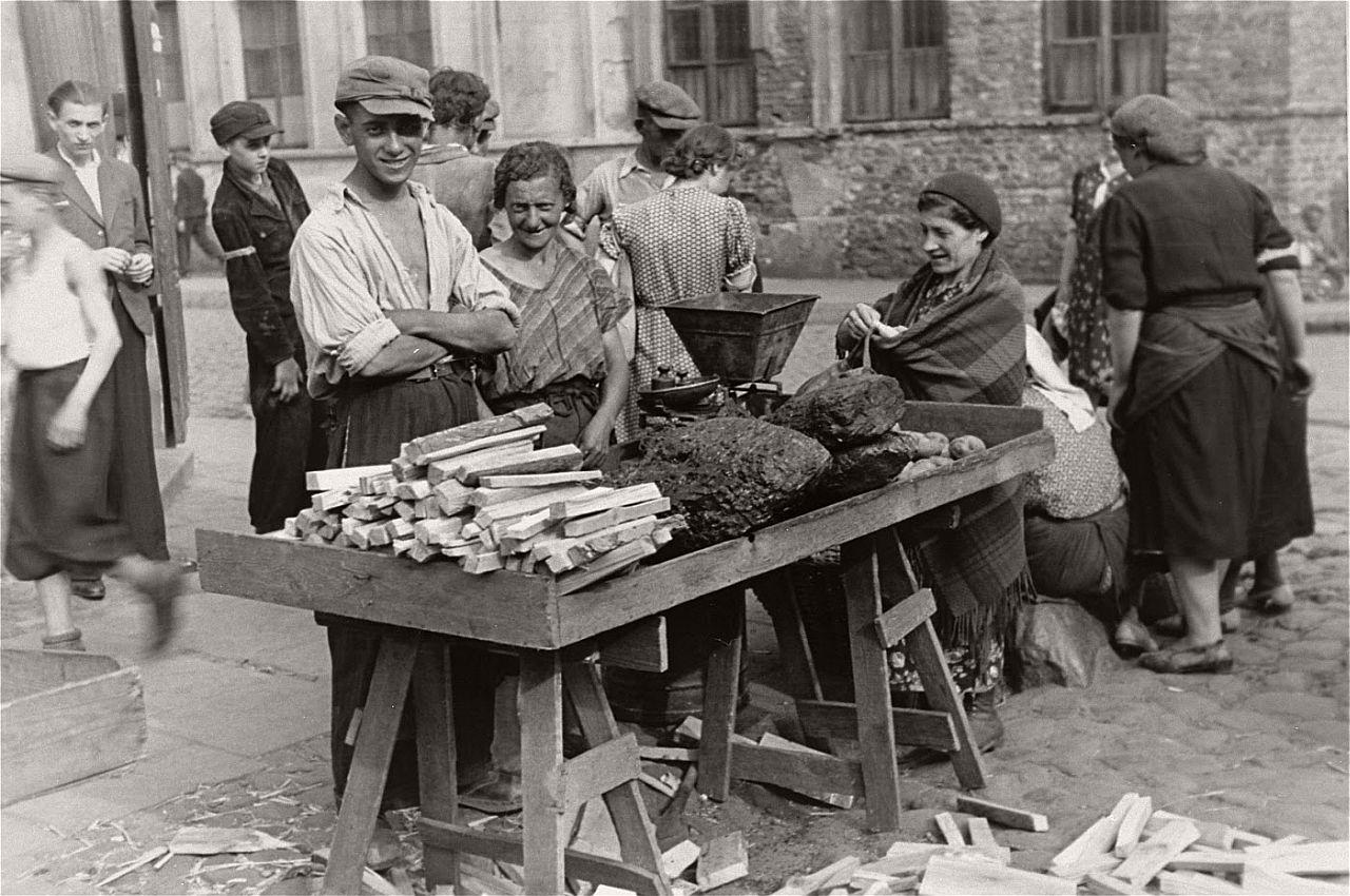 warsaw-ghetto-1941-vintage-daily-life-12