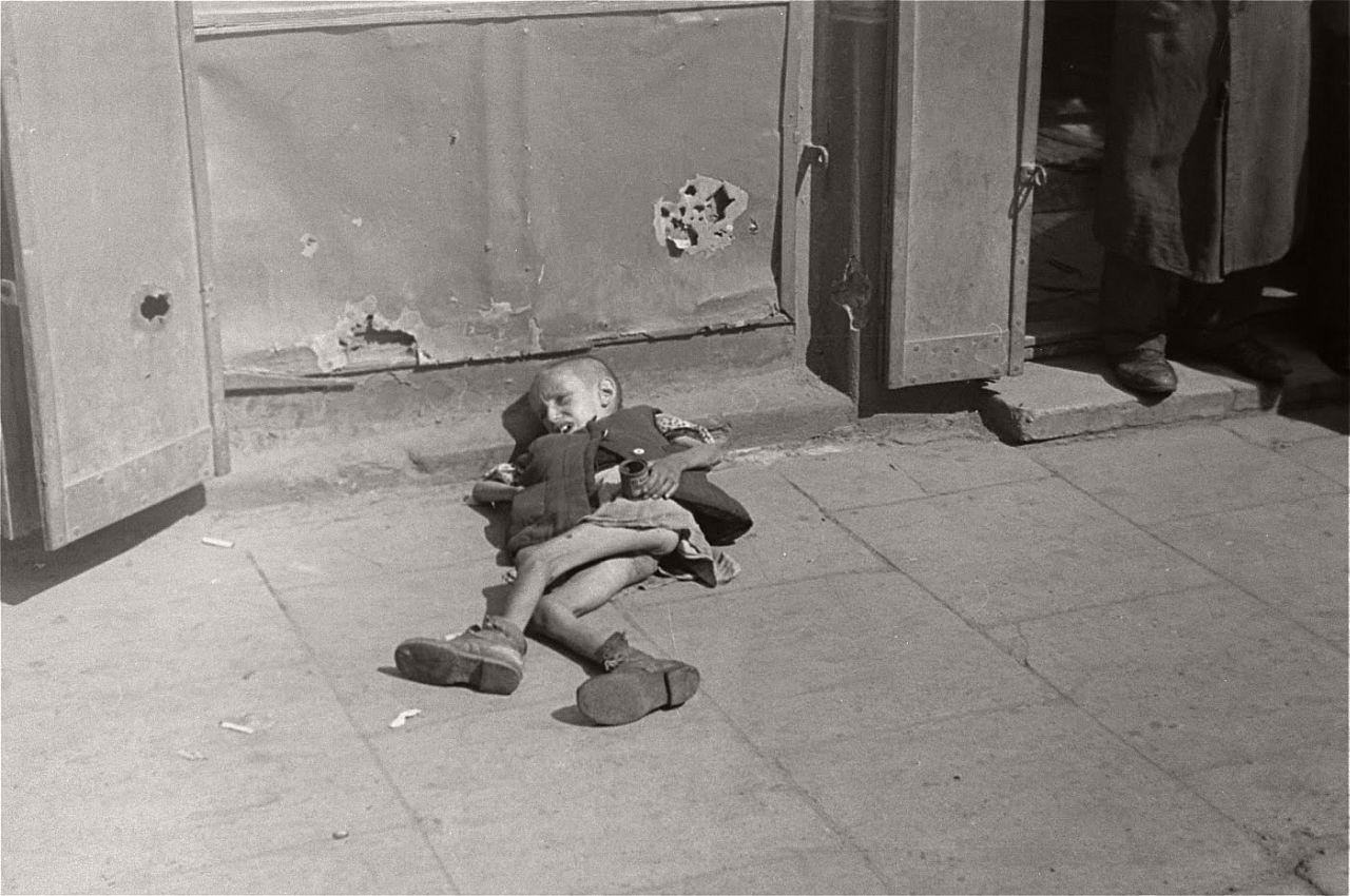 warsaw-ghetto-1941-vintage-daily-life-14