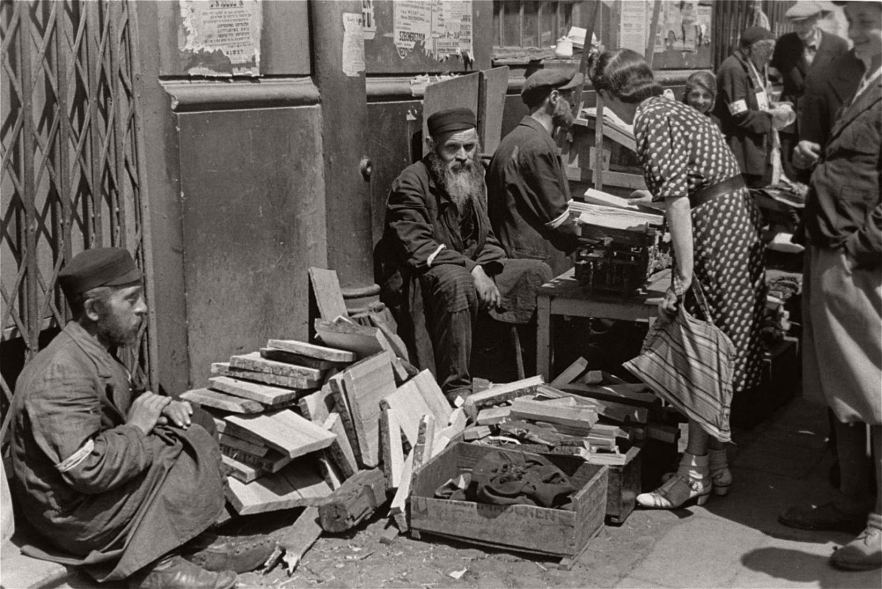warsaw-ghetto-1941-vintage-daily-life-15