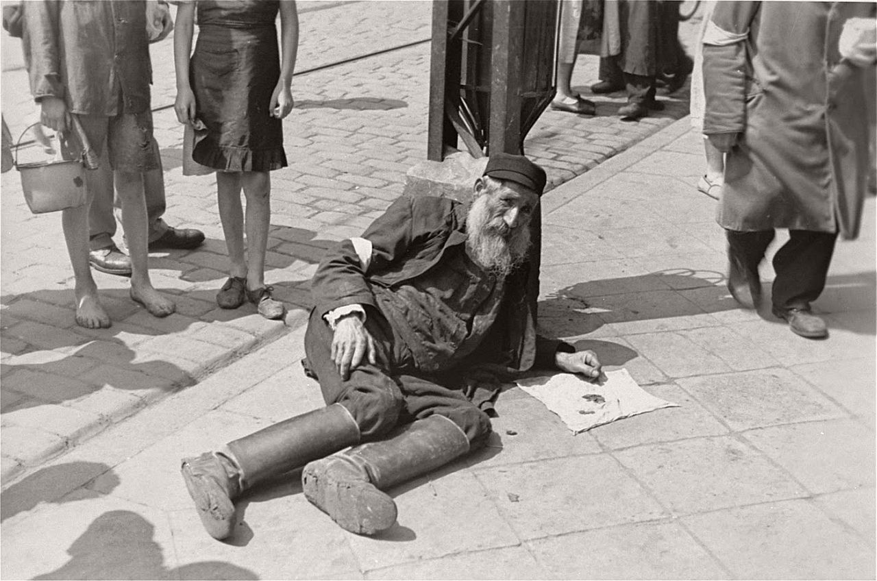 warsaw-ghetto-1941-vintage-daily-life-16