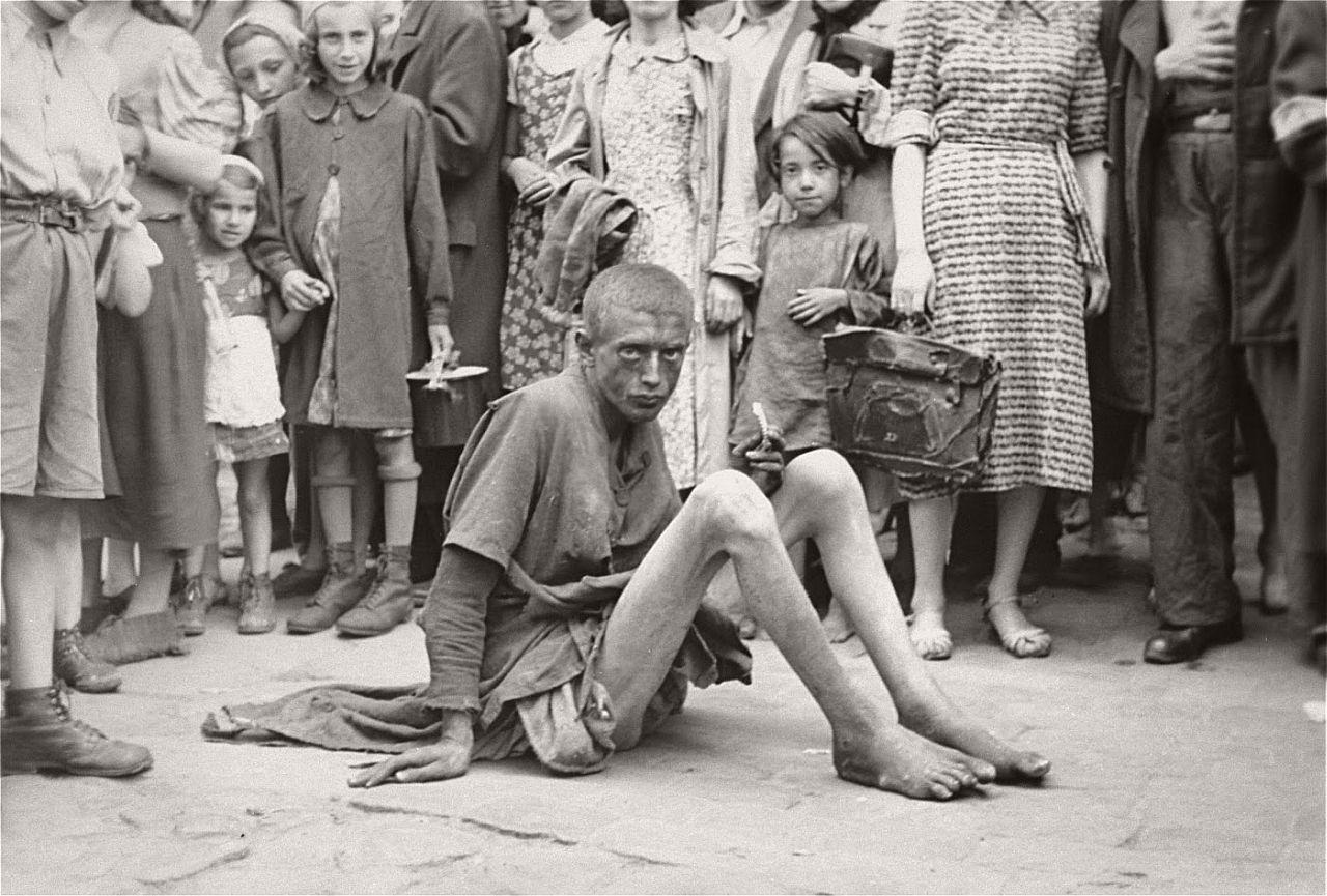 warsaw-ghetto-1941-vintage-daily-life-18
