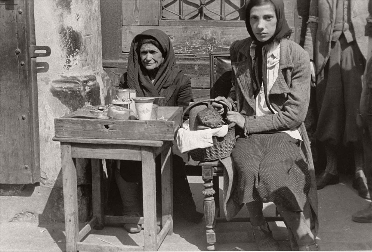 warsaw-ghetto-1941-vintage-daily-life-19