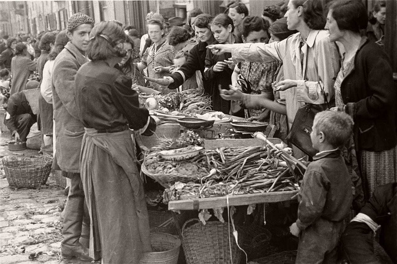 warsaw-ghetto-1941-vintage-daily-life-20