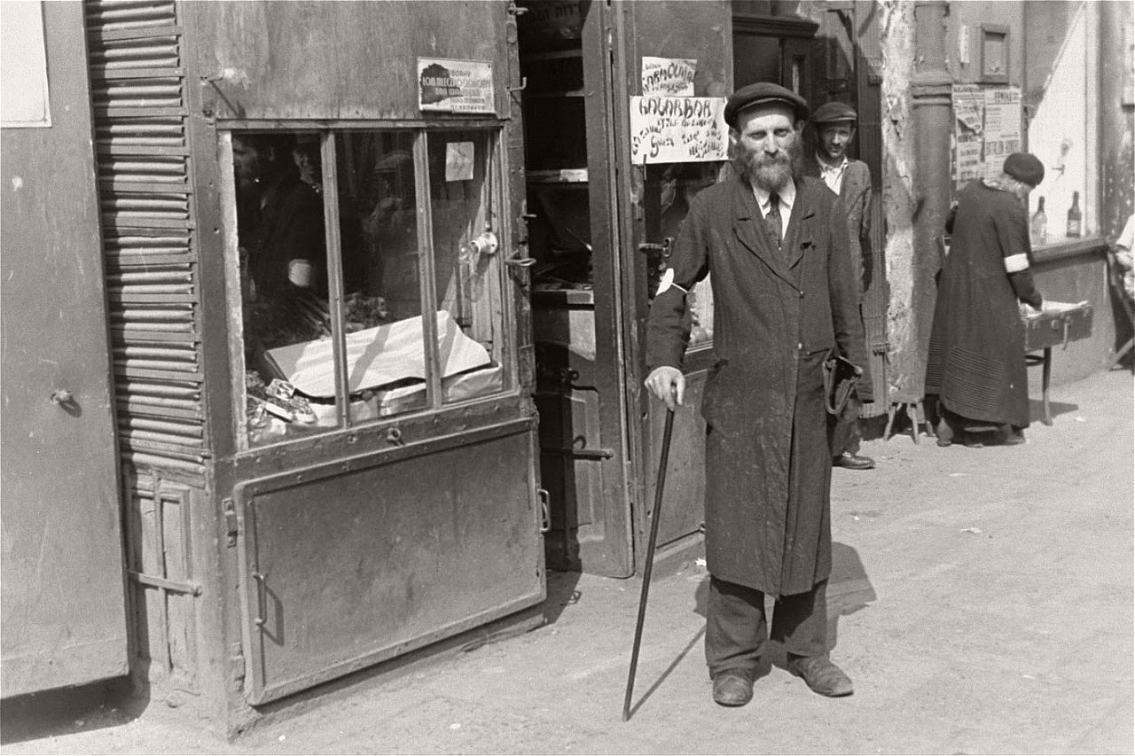 warsaw-ghetto-1941-vintage-daily-life-21