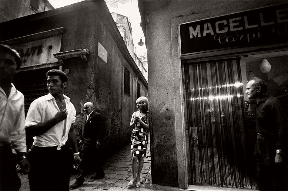 ITALY. Genova. Old harbour area. 1966.
