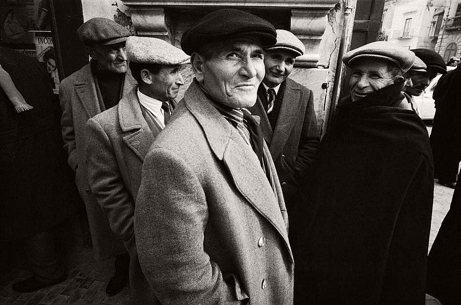 bruno-barbey-the-italians-05