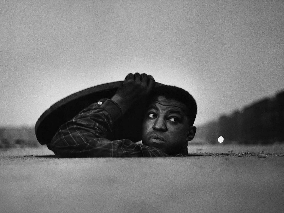 gordon-parks-invisible-man-gordon-parks-and-ralph-ellison-in-harlem-01
