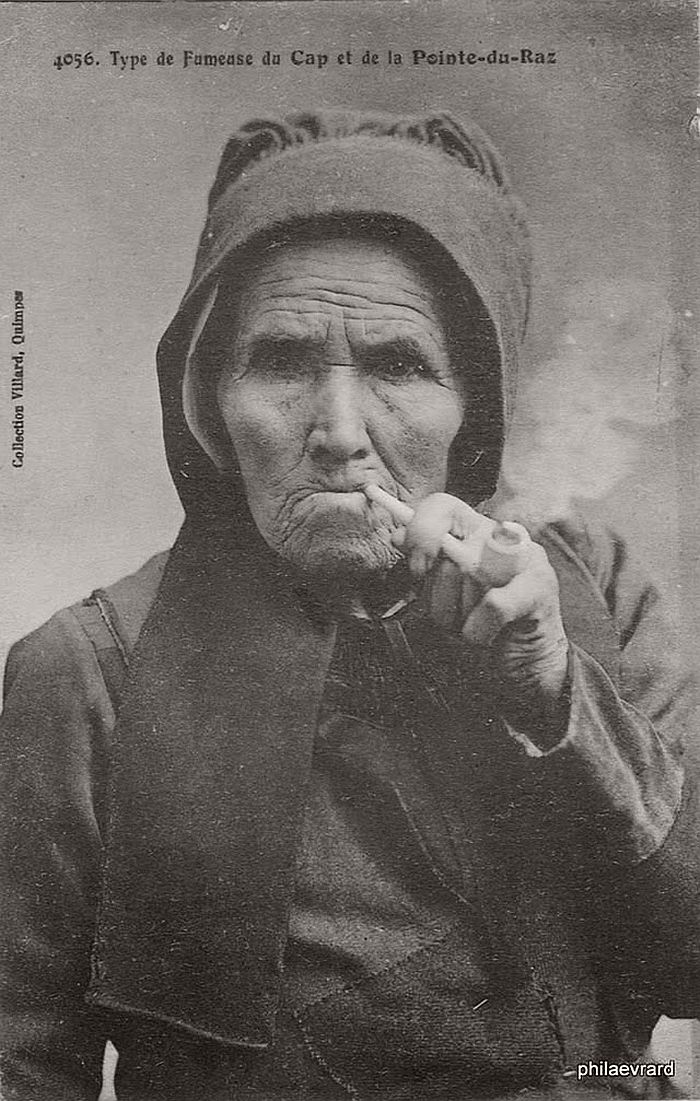 vintage-portraits-of-women-smoking-pipes-1900s-03