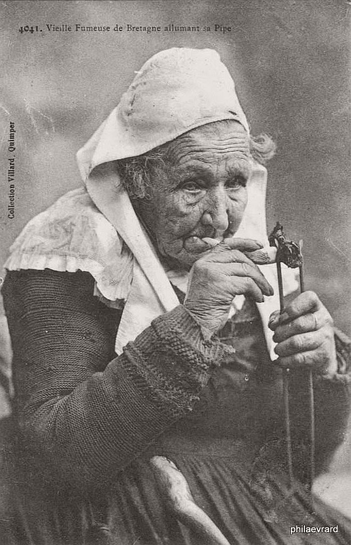 vintage-portraits-of-women-smoking-pipes-1900s-05