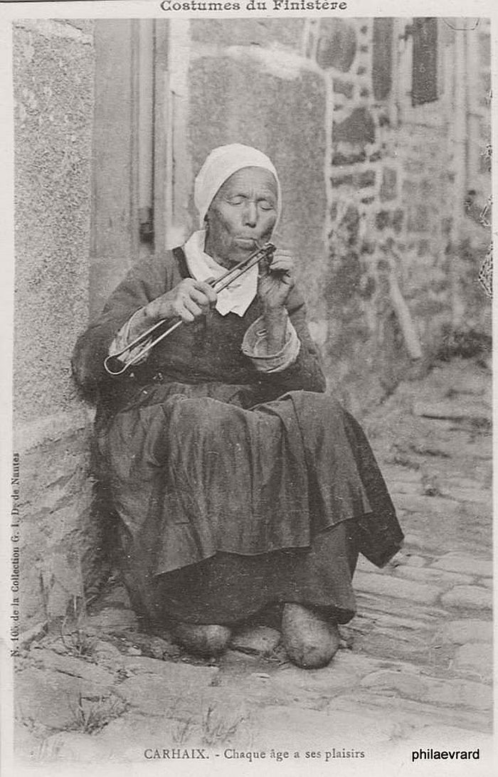 vintage-portraits-of-women-smoking-pipes-1900s-07