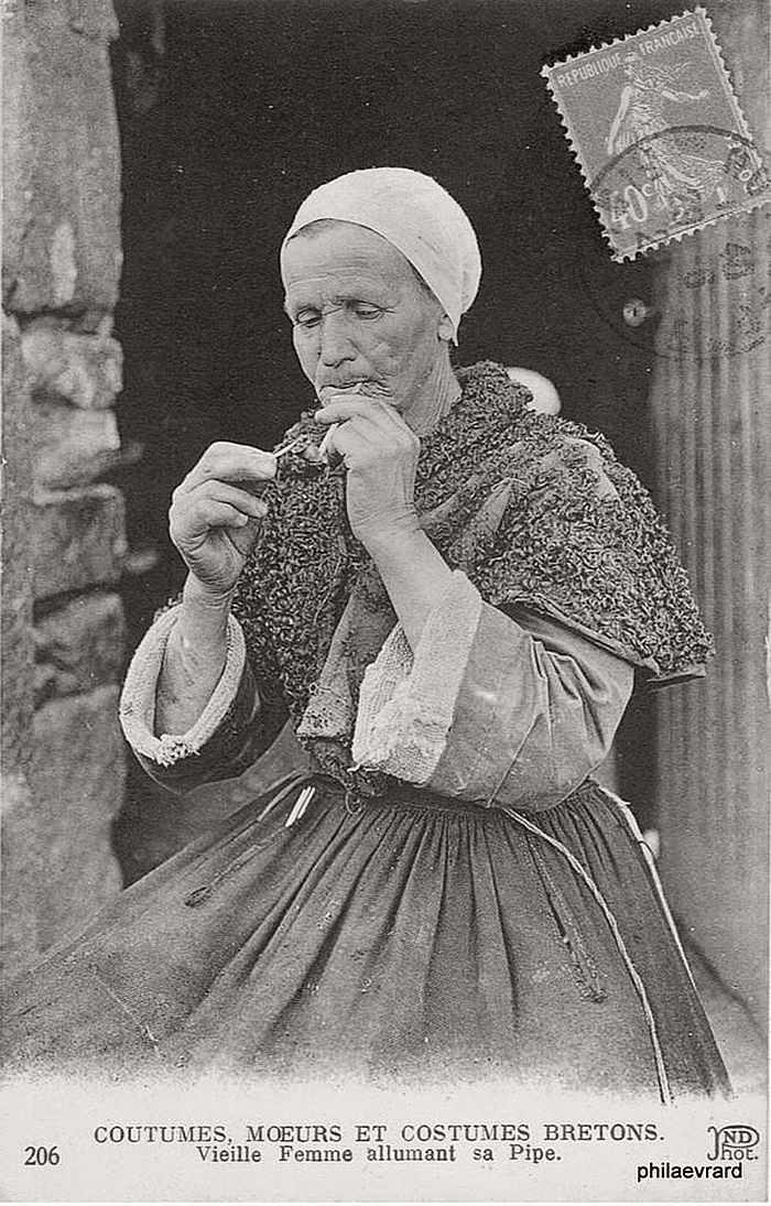 vintage-portraits-of-women-smoking-pipes-1900s-15