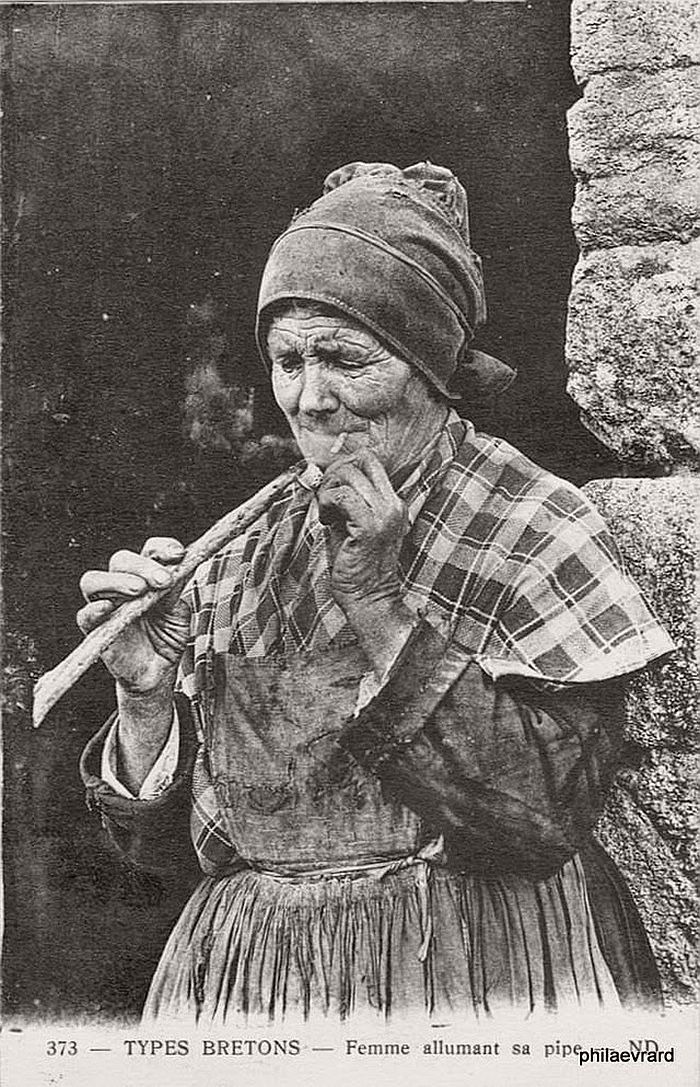 vintage-portraits-of-women-smoking-pipes-1900s-16