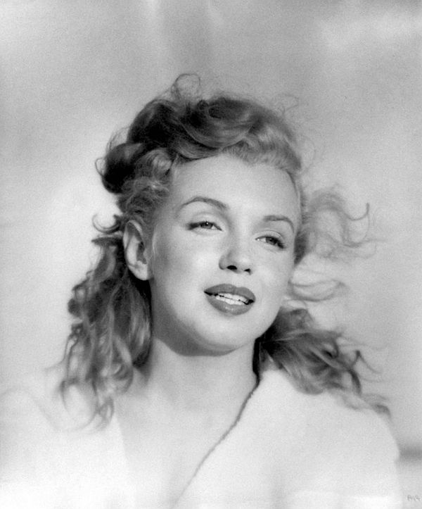 andre-de-dienes-marilyn-and-california-girls-01