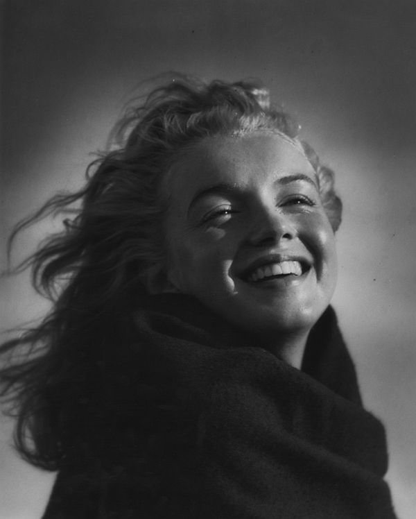 andre-de-dienes-marilyn-and-california-girls-02