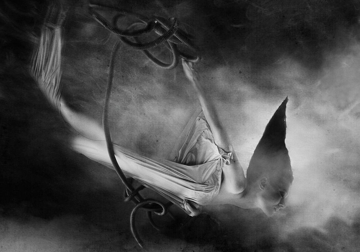 rosita-delfino-conceptual-portrait-photographer-11