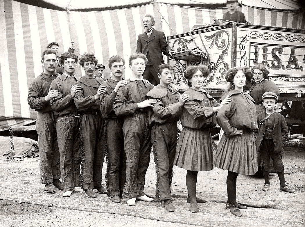 vintage-circus-performers-in-strabane-1910-1911-03