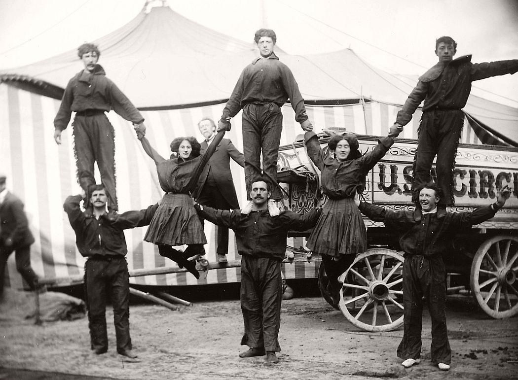 vintage-circus-performers-in-strabane-1910-1911-04