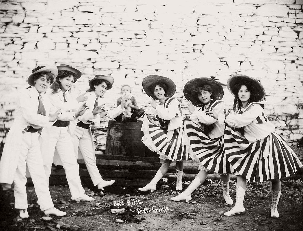 vintage-circus-performers-in-strabane-1910-1911-05