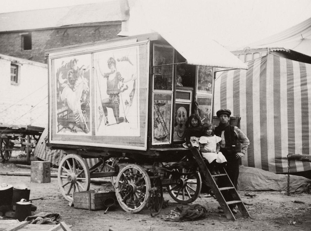 vintage-circus-performers-in-strabane-1910-1911-06