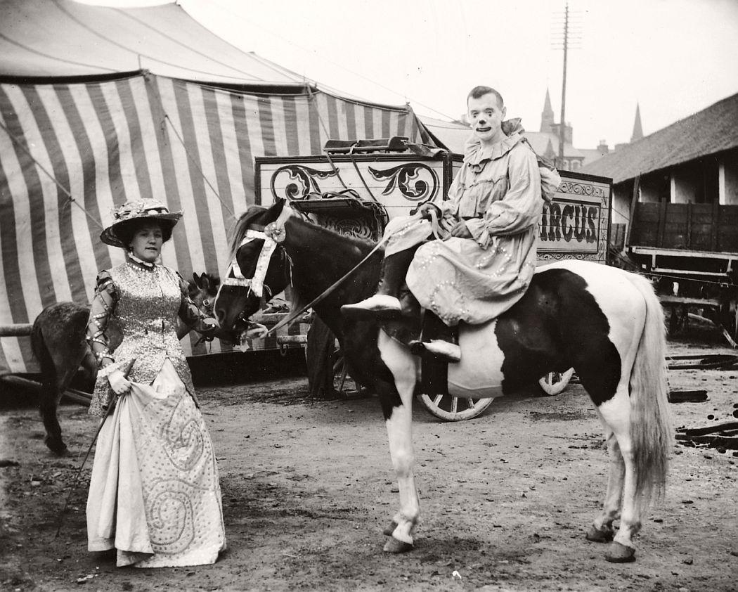 vintage-circus-performers-in-strabane-1910-1911-07