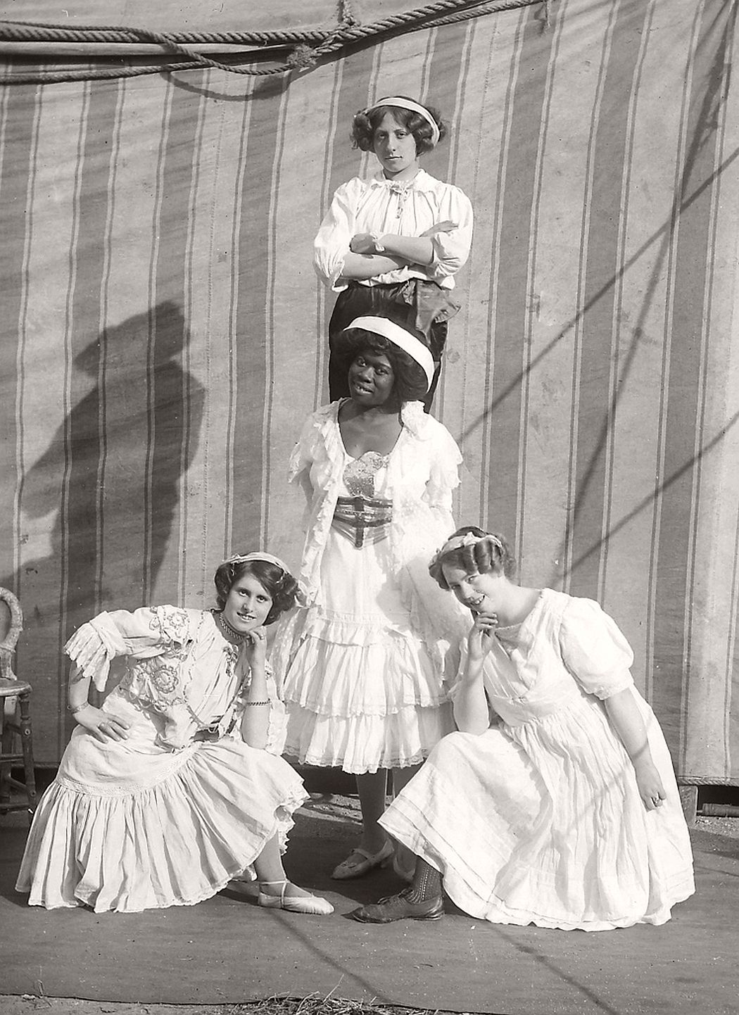 vintage-circus-performers-in-strabane-1910-1911-09