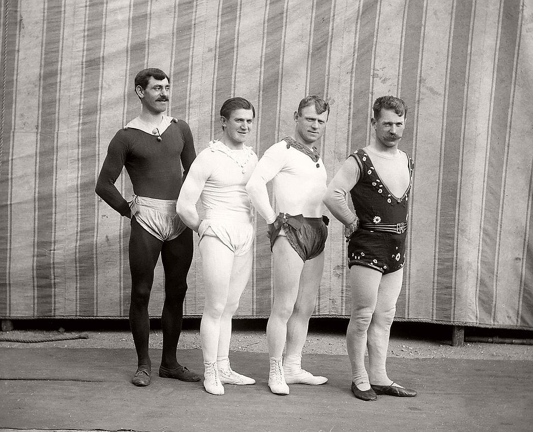 vintage-circus-performers-in-strabane-1910-1911-10