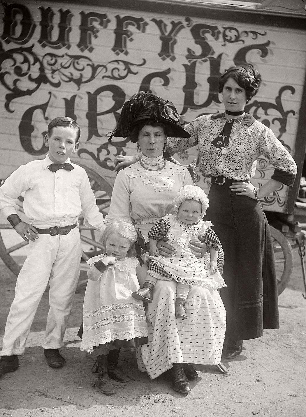 vintage-circus-performers-in-strabane-1910-1911-15